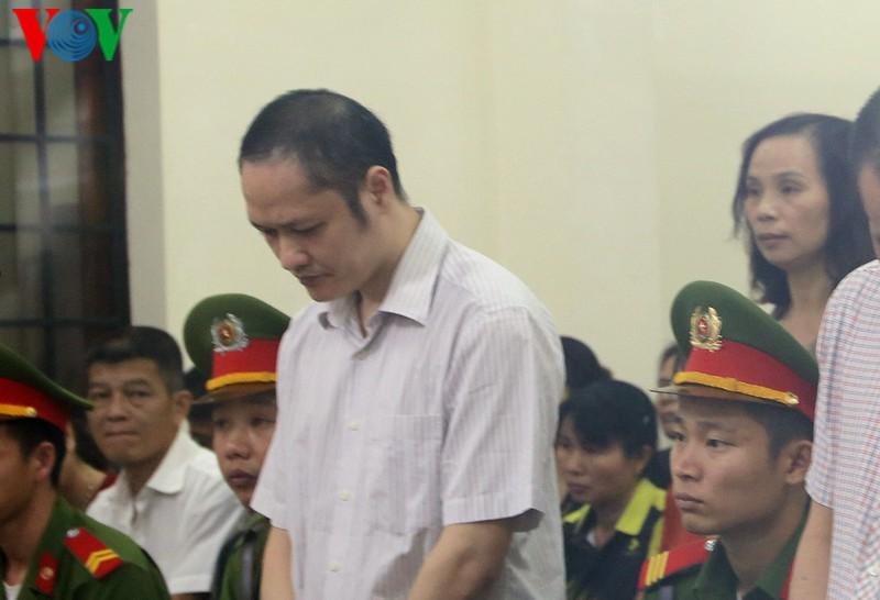 THỜI SỰ 12H TRƯA 14/10/2019: Hà Giang mở lại phiên tòa sơ thẩm xét xử 5 bị cáo liên quan đến vụ gian lận trong kỳ thi THPT Quốc gia năm 2018.