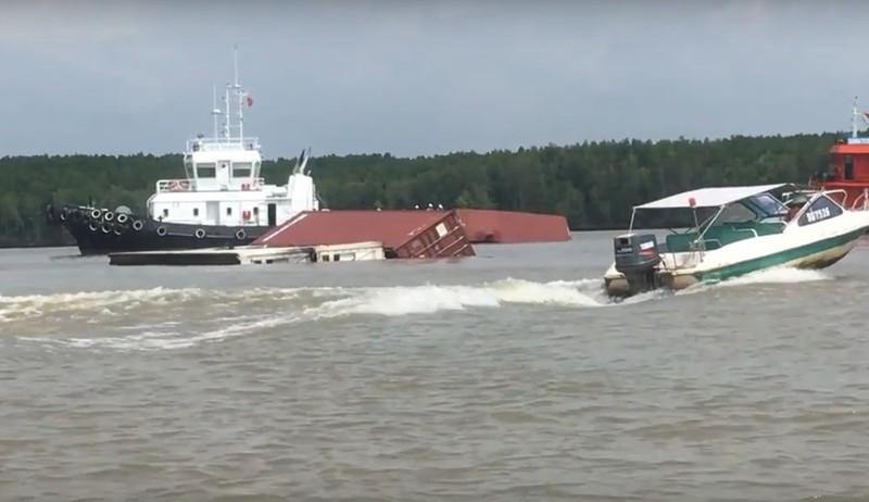 THỜI SỰ 21H30 ĐÊM 19/10/2019: Xuất hiện những vết dầu loang tại hiện trường vụ đắm tàu chở dầu tải trọng 8.000 tấn trên sông Lòng Tàu, huyện Cần Giờ, Thành phố Hồ Chí Minh