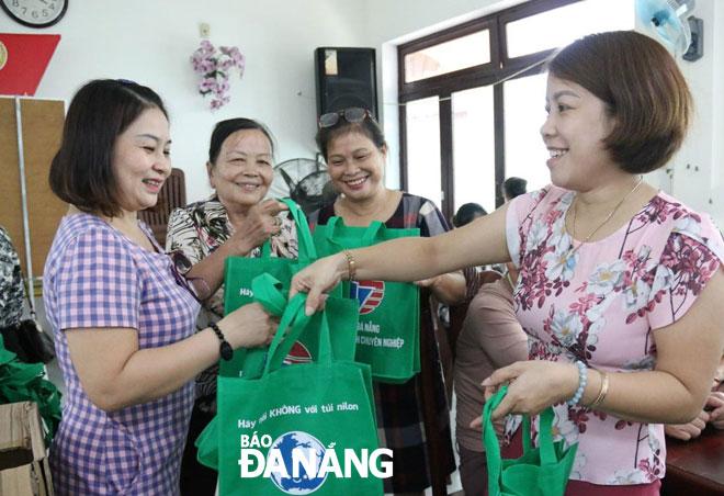 """Đà Nẵng: Hội viên Hội Phụ nữ thực hiện nhiều mô hình """"sống xanh"""", tạo việc làm cho chị em, góp phần bảo vệ môi trường (20/10/2019)"""