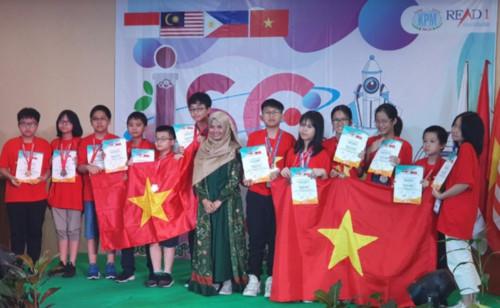 THỜI SỰ 21H30 ĐÊM 27/10/2019: Đoàn Việt Nam giành 4 Huy chương Vàng trong tổng số 39 huy chương mà đoàn đạt được tại kỳ thi Khoa học Quốc tế ISC năm 2019.