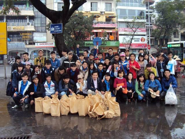 Nhóm làm sạch đẹp Hồ Gươm với Ninomiya - lan tỏa tình yêu Hà Nội (6/10/2019)