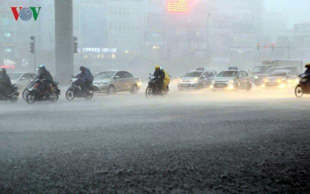 Trận mưa lớn vào đầu giờ sáng nay giúp cải thiện đáng kể chất lượng không khí ở Hà Nội và các tỉnh miền Bắc (3/10/2019)