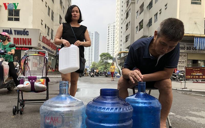 Sự cố nước sạch Sông Đà nhiễm bẩn gây ảnh hưởng tiêu cực cho người dân (18/10/2019)