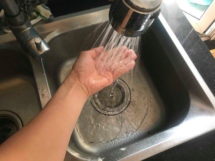 Sớm làm rõ nguyên nhân nước sinh hoạt nặng mùi hóa chất (13/10/2019)