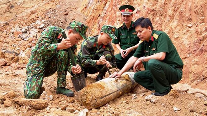 THỜI SỰ 21H30 ĐÊM 7/10/2019: Bộ chỉ huy quân sự tỉnh Quảng Ninh di dời thành công quả bom nặng hơn 100kg được phát hiện tại công trình xây dựng nhà dân ngay trung tâm thành phố Hạ Long.