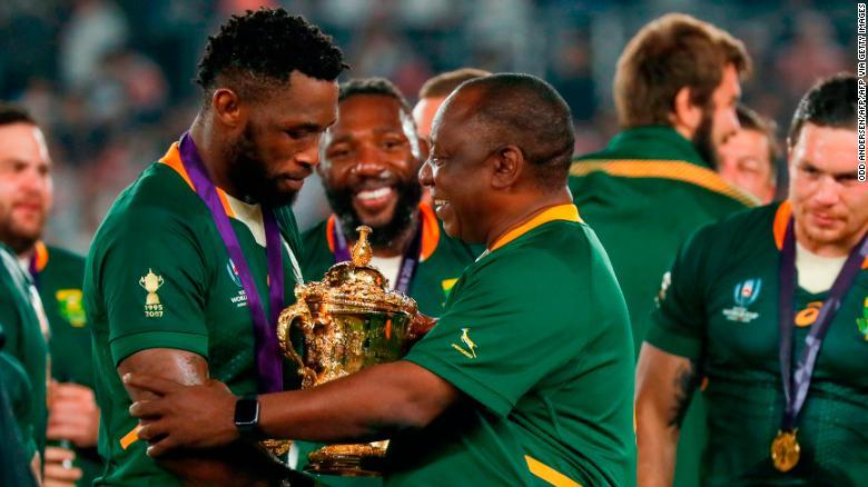 Đội trưởng đội bóng bầu dục Nam Phi - Siya Kolisi lan tỏa tình yêu thể thao đến trẻ em nghèo (5/11/2019)