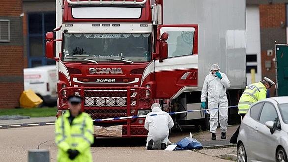 THỜI SỰ 21H30 ĐÊM 5/11/2019: Đến nay đã có 35 gia đình ở Nghệ An, Hà Tĩnh, Quảng Bình, trình báo dấu hiệu có thể người thân là nạn nhân trong số 39 người chết trong container tại Anh.