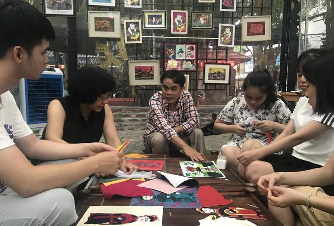 Câu chuyện của anh Lê Việt Cường - Giám đốc Hợp tác xã Vụn -Art- dự án tranh ghép vải giúp cho những người khuyết tật hòa nhập cộng đồng (15/11/2019)