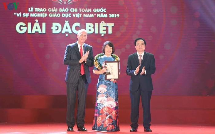 Giới thiệu tác phẩm vừa đạt giải A, Giải Báo chí toàn quốc Vì sự nghiệp giáo dục Việt Nam: Chuyện về những người thầy thắp lửa (19/11/2019)
