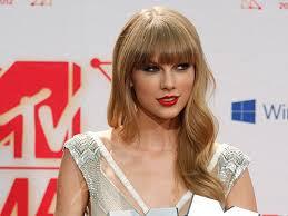 Nữ nghệ sĩ Taylor Swift vừa giành 2 giải thưởng quan trọng tại Lễ trao giải âm nhạc Châu âu của MTV (8/11/2019)