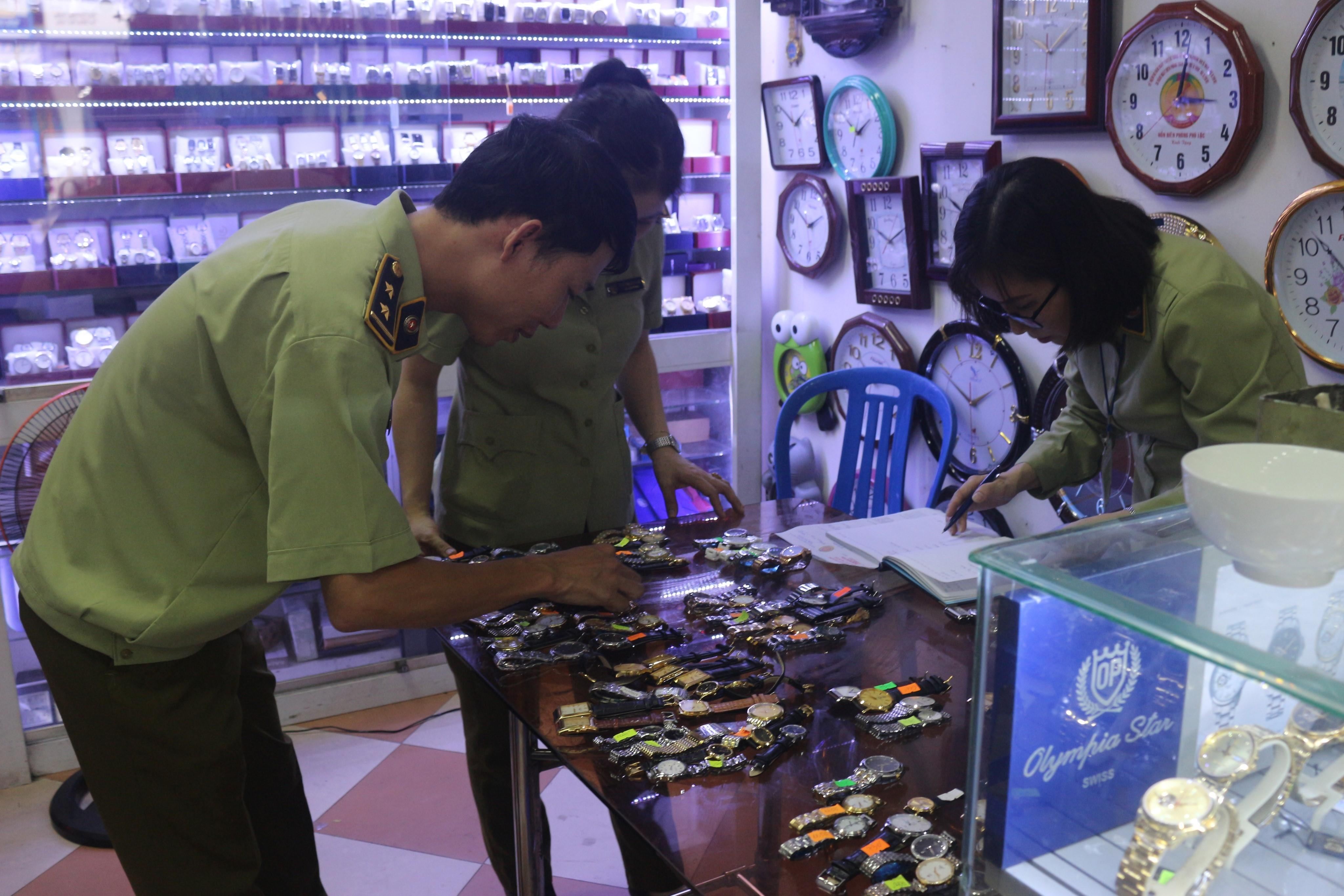 Lạng Sơn: Tạm giữ gần 1.000 đồng hồ nữ có dấu hiệu giả mạo nhãn hiệu nổi tiếng (26/11/2019)