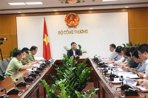 Bộ trưởng Bộ Công thương làm việc với Tổng cục Quản lý thị trường về chống buôn lậu, gian lận thương mại và hàng giả (14/11/2019)