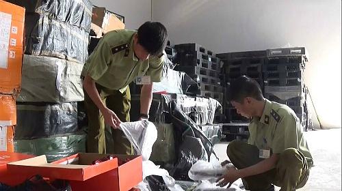 Hà Nội: Thu giữ hơn 2.200 đôi giày nghi giả các nhãn hiệu nổi tiếng (15/11/2019)