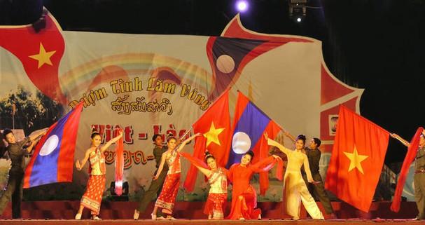 Thắm tình hữu nghị đặc biệt Việt Nam – Lào năm 2019: Cầu nối gắn kết người dân hai nước (11/11/2019)