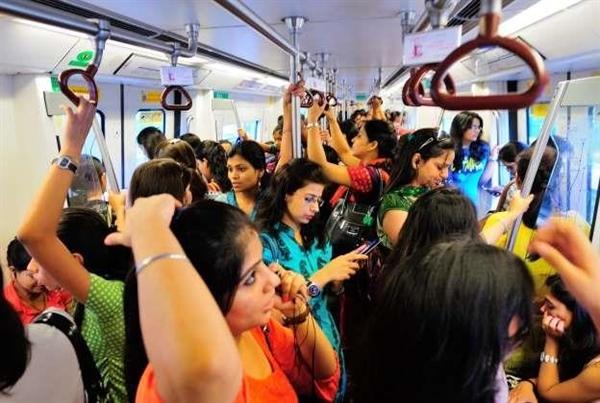 Chiến dịch cung cấp miễn phí dịch vụ xe buýt đi lại an toàn cho phụ nữ ở Thủ đô New Delhi, Ấn Độ (4/11/2019)