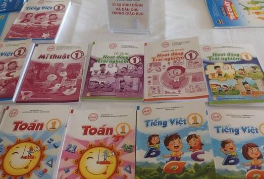 THỜI SỰ 18H00 CHIỀU 22/11/2019: Bộ Giáo dục và Đào tạo công bố danh mục sách giáo khoa lớp 1: Có 32 cuốn sách giáo khoa của 8 môn học và hoạt động giáo dục được phê duyệt lần này