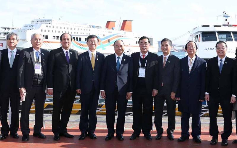 THỜI SỰ 12H TRƯA 25/11/2019: Thủ tướng Nguyễn Xuân Phúc tiếp xúc song phương nhân dịp dự Hội nghị Cấp cao kỷ niệm 30 năm Quan hệ đối thoại ASEAN - Hàn Quốc.