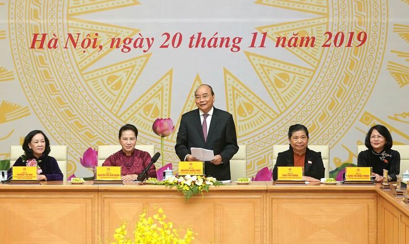 THỜI SỰ 21H30 ĐÊM 20/11/2019: Tại buổi gặp mặt các nữ Đại biểu Quốc hội Khóa 14, Thủ tướng Nguyễn Xuân Phúc gửi lời chúc mừng tốt đẹp nhất tới các đại biểu nữ là giáo viên và các thầy cô giáo trên cả nước.