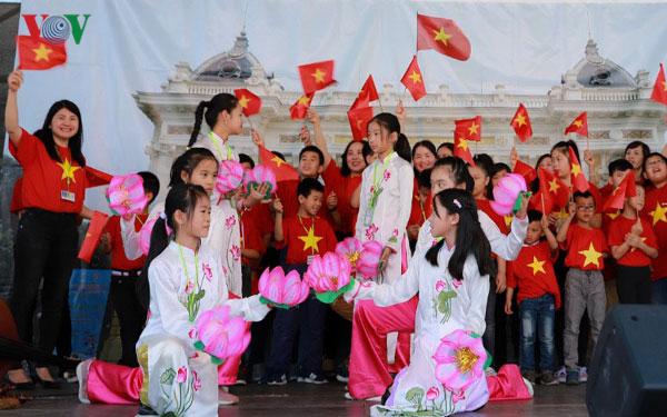 Mỗi người trẻ là một đại sứ văn hóa, giới thiệu văn hóa Việt Nam ra thế giới (24/11/2019)