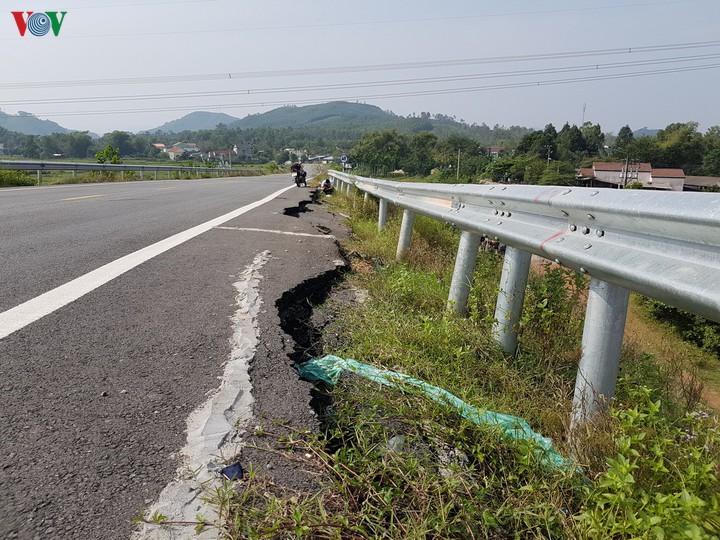 Trách nhiệm chủ thể khắc phục hư hỏng trên đường ngang dân sinh tuyến cao tốc Đà Nẵng - Quảng Ngãi (28/11/2019)