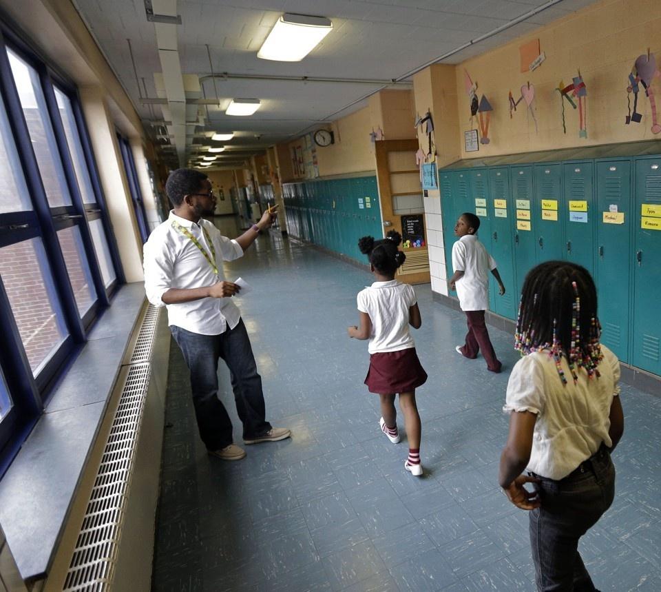 Mỹ khuyến khích giáo viên da màu trong các trường học, góp phần chống kỳ thị màu da (12/12/2019)