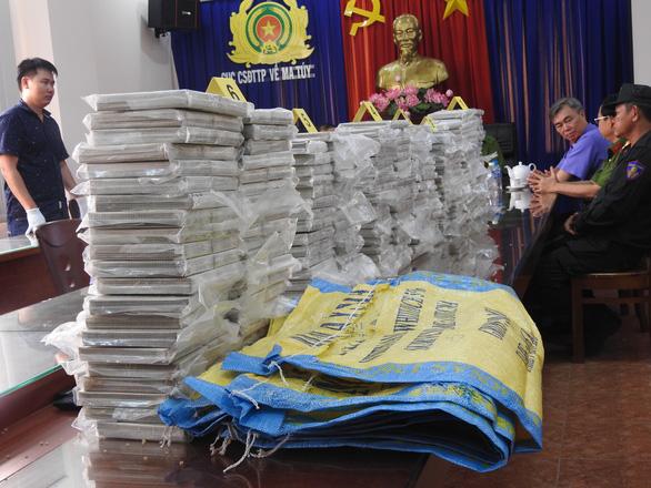 THỜI SỰ 18H CHIỀU 5/12/2019: Phá đường dây buôn bán ma túy tại thành phố Hồ Chí Minh, thu giữ 446 bánh ma túy.