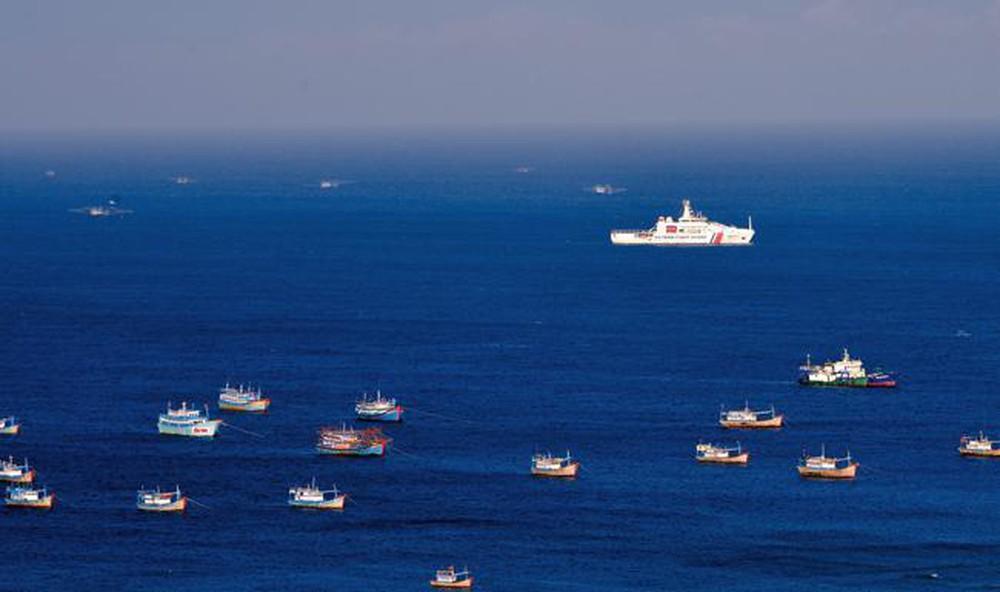 Vùng Cảnh sát biển 3 đồng hành với ngư dân vươn khơi bám biển (12/12/2019)