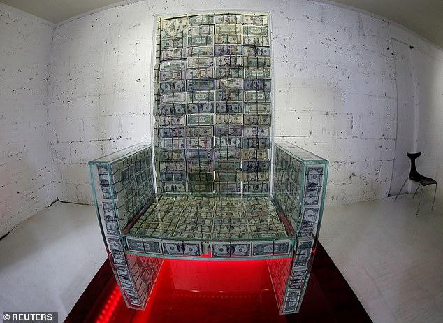 """Nước Nga ra mắt tác phẩm nghệ thuật """"Ngai vàng"""" được làm từ 1 triệu Đô la Mỹ tiền mặt (2/12/2019)"""