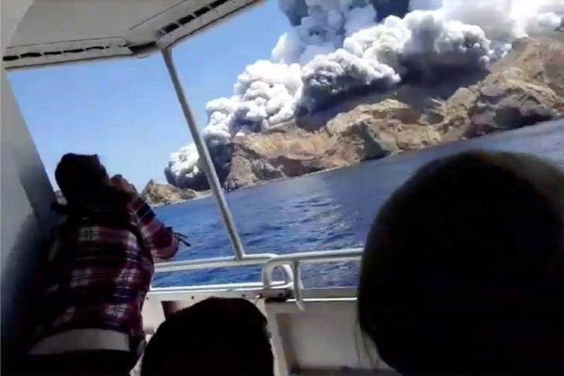 Sau 2 ngày núi lửa phun trào ở New Zealand: Công tác cứu hộ vẫn rất nguy hiểm (11/12/2019)