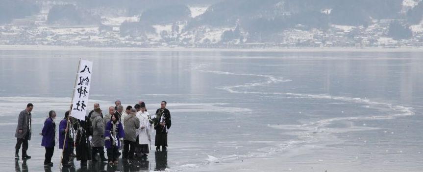 Gặp gỡ những nhà sư bên hồ Suwa ở Nhật Bản và tìm hiểu bản ghi chép tỉ mỉ về tình trạng khí hậu Trái đất suốt 600 năm qua (11/12/2019)