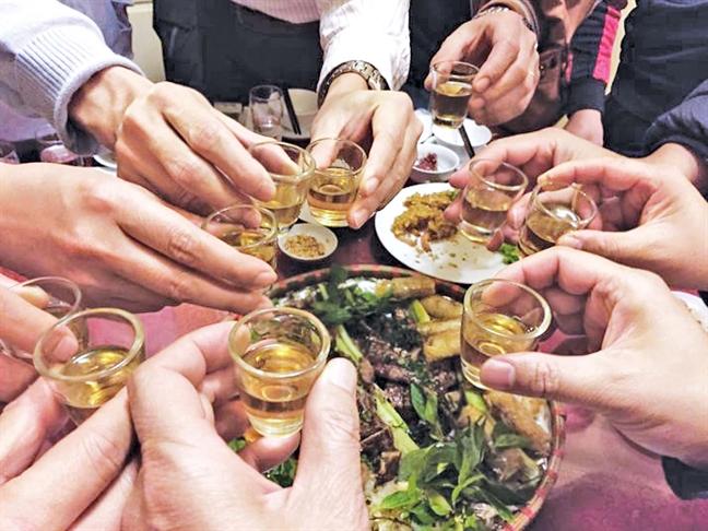 Cảnh giác khi sử dụng rượu bia và các đồ uống có cồn khác trong dịp cuối năm (9/12/2019)