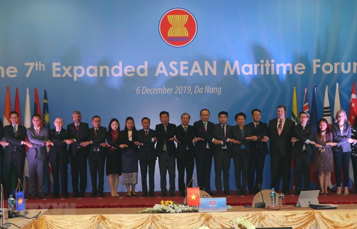 THỜI SỰ 12H TRƯA 6/12/2019: Khai mạc diễn đàn Biển ASEAN mở rộng lần thứ 7 với sự tham dự của các quan chức chính phủ, nhà nghiên cứu 10 nước ASEAN và 8 nước đối tác-đối thoại của ASEAN.