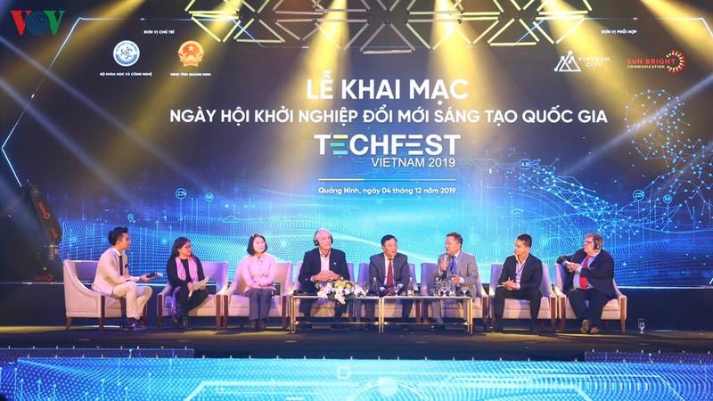 THỜI SỰ 06H00 SÁNG 5/12/2019: Hơn 200 nhà đầu tư trong nước và quốc tế tham dự Ngày hội khởi nghiệp đổi mới sáng tạo lớn nhất trong năm khai mạc tối qua tại tỉnh Quảng Ninh