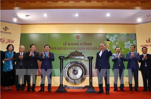 Thủ tướng Nguyễn Xuân Phúc: Phải thay đổi tư duy về thị trường chứng khoán để gần với người dân hơn (Thời sự chiều 12/2/2019)
