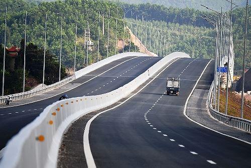 Cao tốc Hạ Long - Vân Đồn (tỉnh Quảng Ninh) chính thức đưa vào khai thác từ hôm nay (Thời sự sáng 1/2/2019)