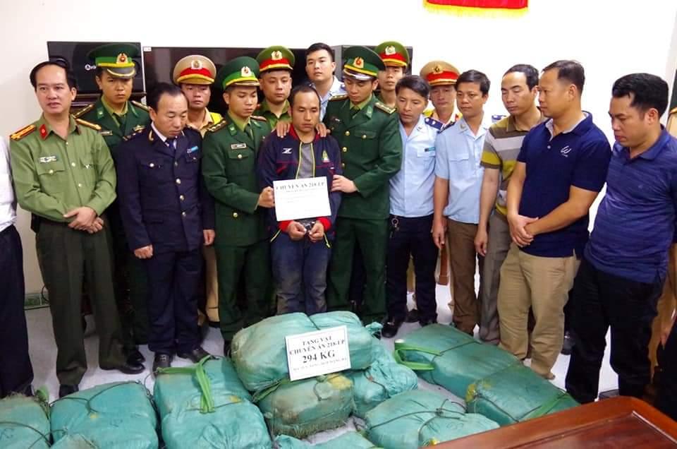 Phá chuyên án ma túy rất lớn ở cửa khẩu Cầu Treo, tỉnh Hà Tĩnh, thu giữ gần 300 kg ma túy tổng hợp dạng đá: Đây là vụ vận chuyển ma túy đá lớn thứ 2 tại nước ta từ trước đến nay (Thời sự chiều 17/2/2019)