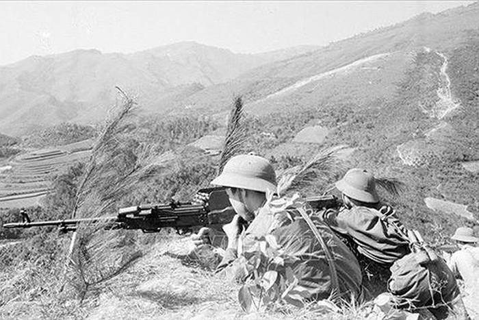 Cuộc chiến đấu bảo vệ biên giới phía Bắc cách đây tròn 40 năm là cuộc chiến đấu chính nghĩa của dân tộc Việt Nam, mãi khắc ghi vào lịch sử dân tộc như một dấu mốc không thể phai mờ (Thời sự sáng 17/2/2019)