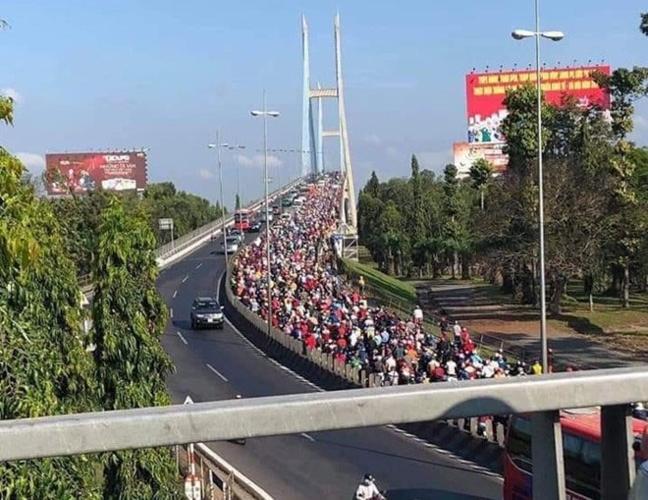Người dân ùn ùn đổ về các thành phố lớn sau kỳ nghỉ tết, khiến giao thông ở nhiều nơi hỗn loạn (Thời sự chiều 10/2/2019)
