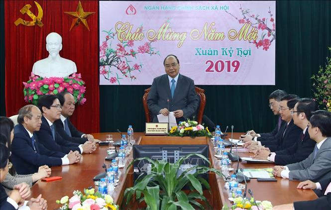 Thủ tướng Nguyễn Xuân Phúc dự buổi giao ban đầu Xuân tại Ngân hàng Chính sách xã hội (Thời sự trưa 11/2/2019)