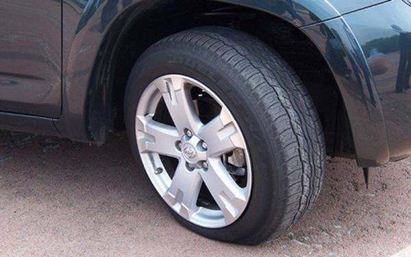 Vững tay lái, trọn niềm vui: Những lưu ý về lốp đối với các phương tiện vận tải nặng khi lưu thông trong những ngày nắng nóng (20/2/2019)
