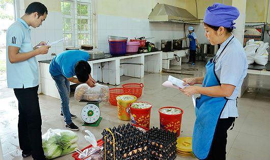 An toàn thực phẩm trong trường học sau việc trẻ mầm non ở Bắc Ninh dương tính với sán lợn (23/3/2019)