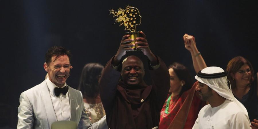 Thầy giáo Kenya dành 80% lương giúp học sinh nghèo, được nhận giải thưởng Nhà giáo Toàn cầu năm 2019 (25/3/2019)