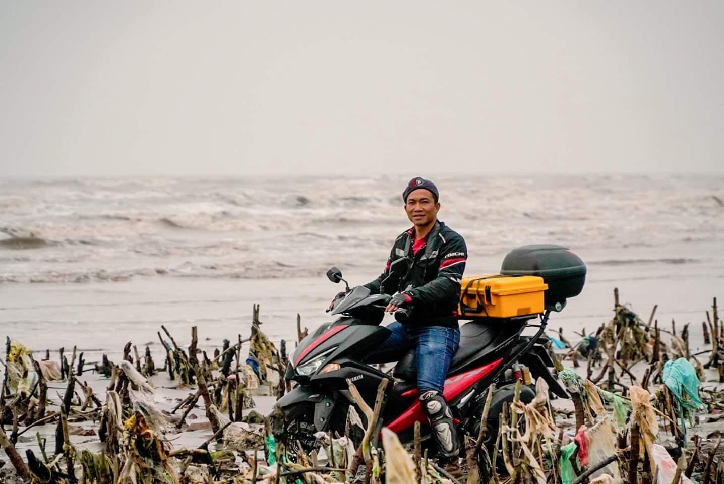 Một mình vượt gần 7000 km bờ biển bằng xe máy, chụp hơn 3000 bức ảnh về rác thải nhựa (28/3/2019)