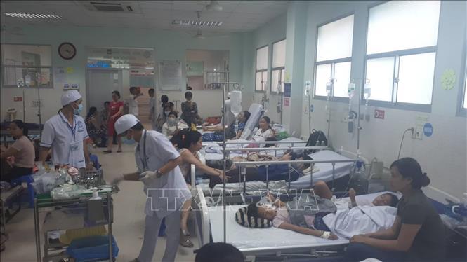 Hơn 40 học sinh từ lớp 1 đến lớp 5 của trường Tiểu học Bắc An, thành phố Chí Linh, tỉnh tỉnh Hải Dương phải nhập viện cấp cứu do ăn nhầm bột thông bồn cầu (Thời sự chiều 4/3/2019)