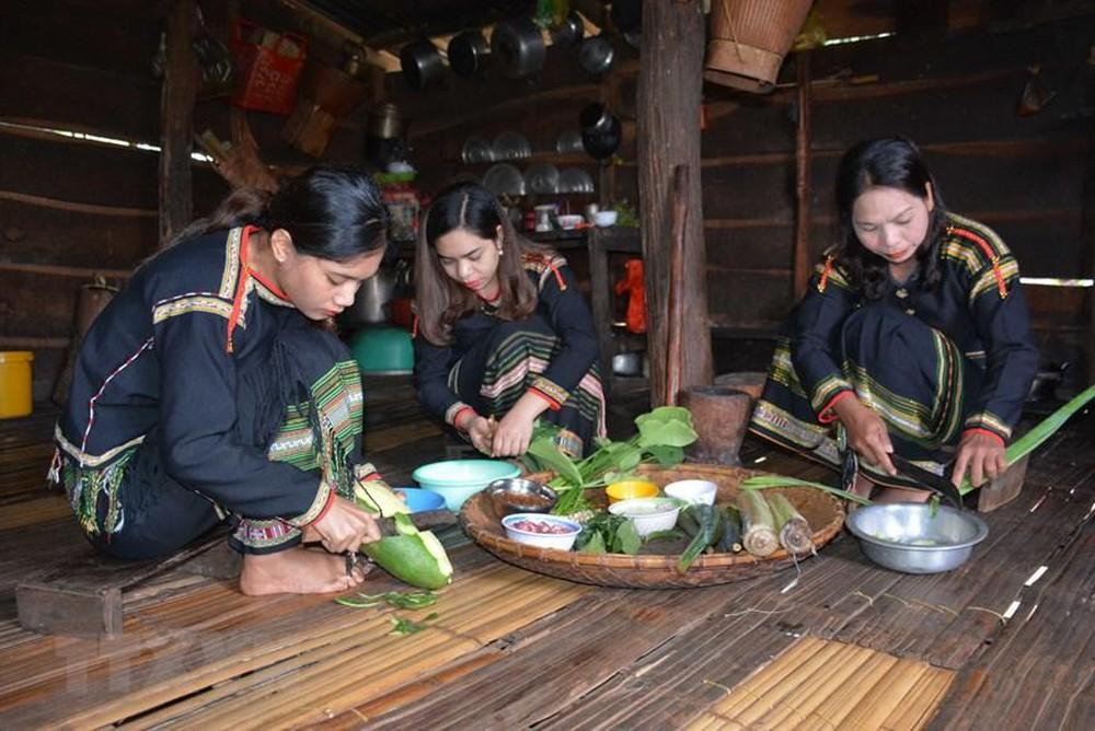 Tây Nguyên: Văn hóa ẩm thực của dân tộc Êđê qua món canh bột lá Giao (15/3/2019)