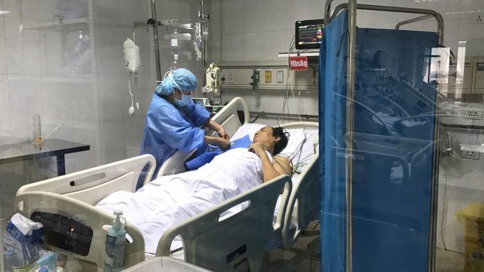 Lần đầu tiên tại nước ta, các bác sỹ phẫu thuật thành công giúp hai bệnh nhân nhận gan từ người hiến chết não (Thời sự chiều 15/3/2019)