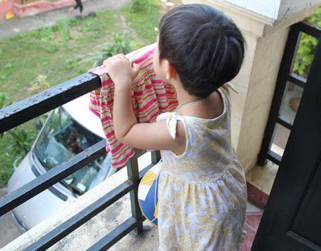 Đừng kêu trời về an toàn cho trẻ em ở chung cư (5/3/2019)