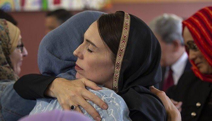 """Nữ Thủ tướng New Zealand mang đến thông điệp """"yêu thương và đoàn kết"""" giữa con người, giữa các tôn giáo với nhau (24/3/2019)"""