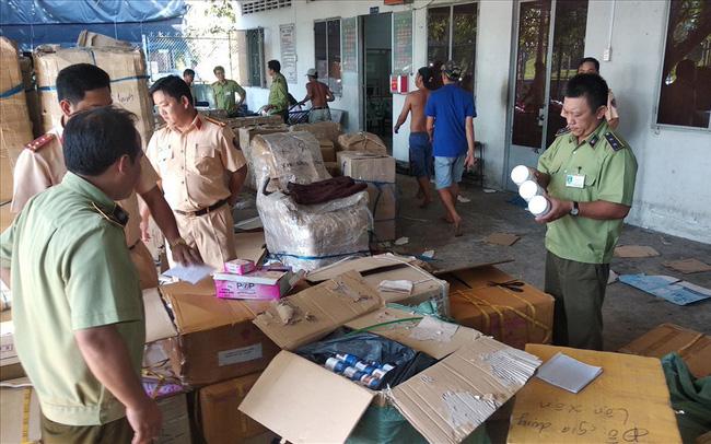 Vĩnh Long thu giữ hơn 300 thùng mỹ phẩm, thuốc đông dược nhập lậu (5/3/2019)