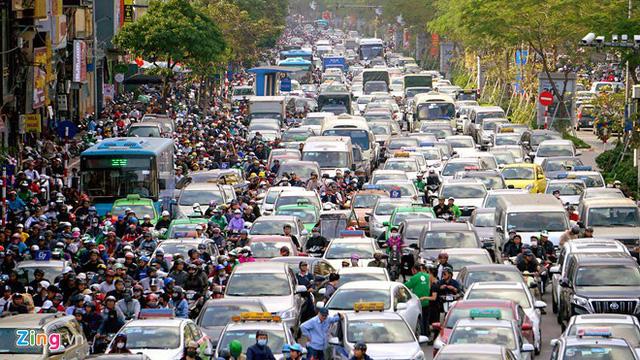 Hai tuyến đường Nguyễn Trãi hoặc Lê Văn Lương được Hà Nội chọn để thí điểm cấm xe máy (Thời sự sáng 12/3/2019)